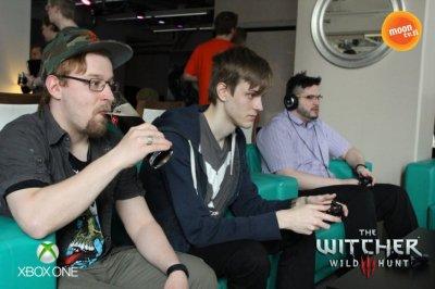 Olimpahan tänään innokkaana pelaamassa MoonTV:n VIP-tapahtumassa Witcher 3:sta ennakkoon :'D Kuva: Moontv.fi