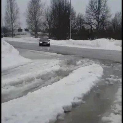 Viimoset liukkaat oli ennenku asfaltti tuli näkyviin. Ja hipasuja ei lasketa.
